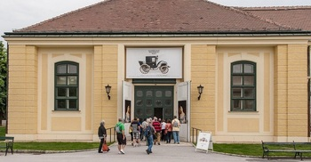 Kaiserliche Wagenburg Schloss Schonbrunn.jpg