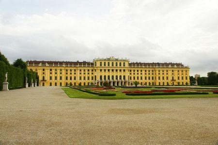 Schonbrunn Palace, Garden side.jpg