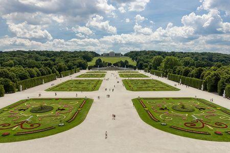 Schonbrunn Palace, Great Parterre.jpg
