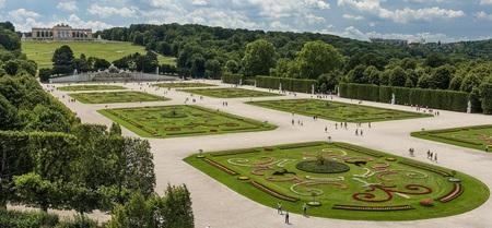 Schonbrunn Palace, Grosses Parterre.jpg
