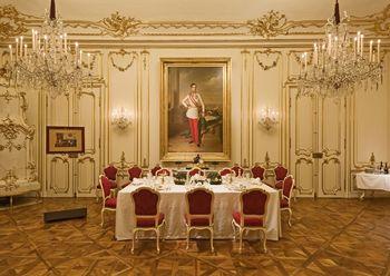 Schonbrunn Palace, Marie Antoinette room.jpg