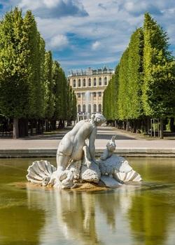 Schonbrunn Palace, Round Pool.jpg