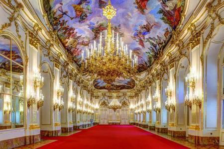 Schlos Schonbrunn Grose Galerie.jpg