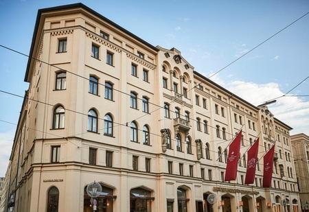 Vier Jahreszeiten Kempinski München 1.jpg