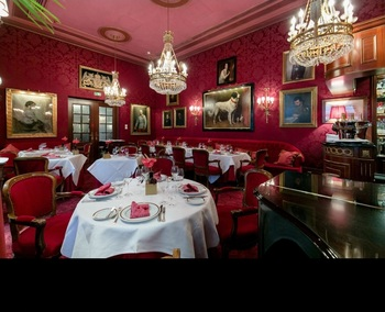 hotel sacher rote-bar 2.jpg