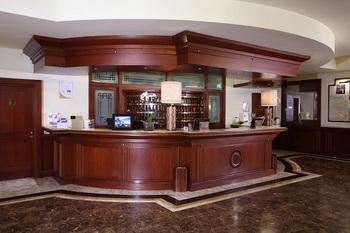 starhotels majestic reception.jpg